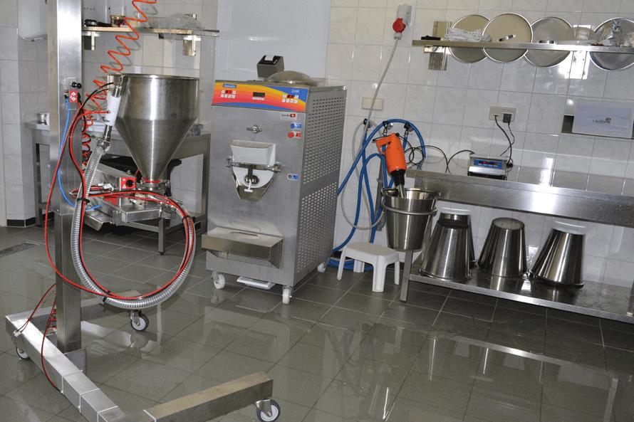Nous fournissons l'équipement pour la salle de production de glace